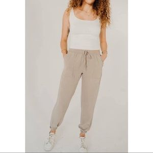 Carly Jean Los Angeles Serena Joggers Size Small